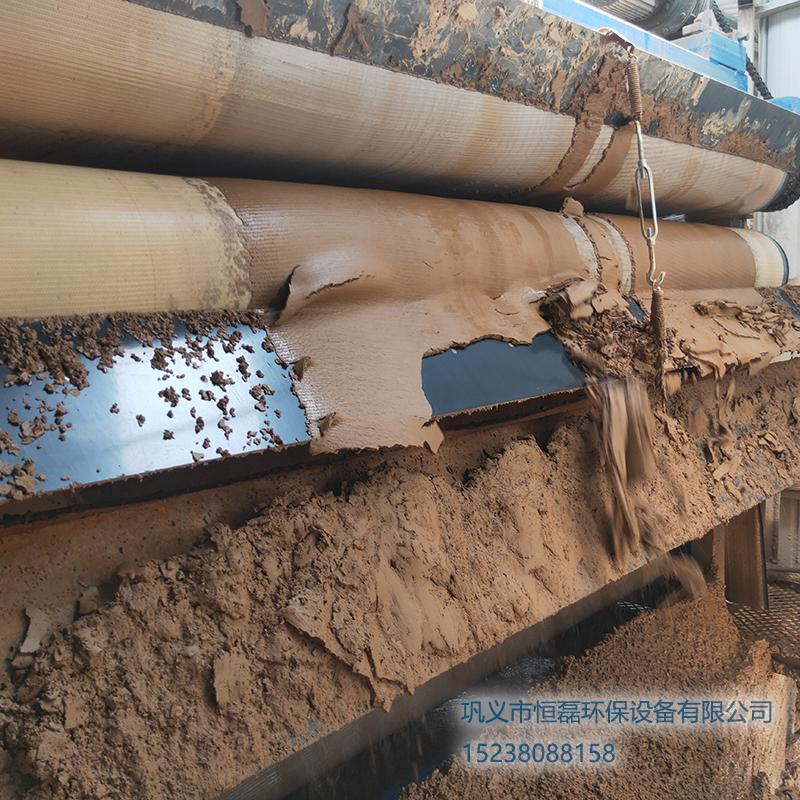 广西壮族自治区邀您欣赏恒磊带式压滤机污泥脱水处理后的泥饼效果!