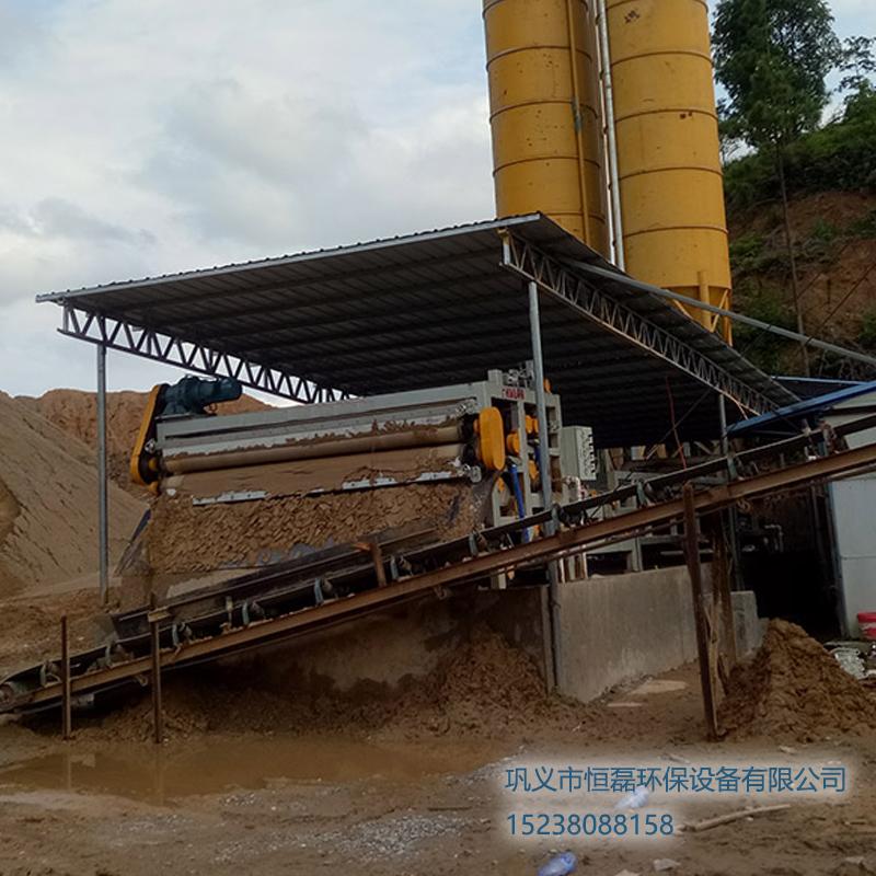 广西壮族自治区浙江李总洗沙场2000型带式压滤机工作现场